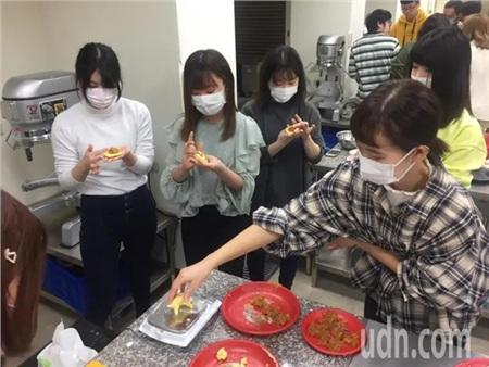 Không ngại dịch Covid-19 lan rộng, 19 nữ sinh Nhật đến Đài Loan học cách làm trà sữa trân châu 2