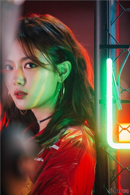 Cô được công chúng Hàn Quốc rất thương yêu và đặt biệt danh là 'Em gái quốc dân' vì ngoại hình bầu bĩnh, đáng yêu thuở bé và xinh đẹp, dịu dàng ở thời điểm hiện tại