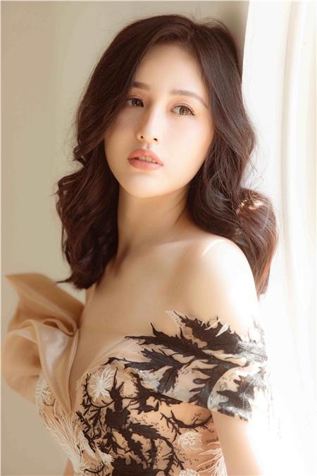 Bất ngờ trước hình ảnh quá đỗi dịu dàng của Hoa hậu Mai Phương Thuý 2