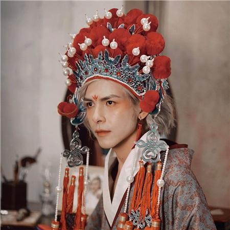 Tạo hình của Denis Đặng trong MV Chân ái