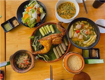 Hé lộ về tuần trăng mật của vợ chồng Phan Văn Đức: Đi đúng mùa dịch nên chỉ toàn ăn và ngủ! 1