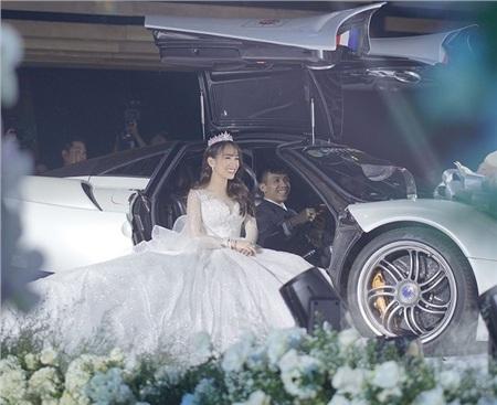 Đại gia Minh Nhựa lái siêu xe đưa con gái lênlễ đường tiệc cưới.