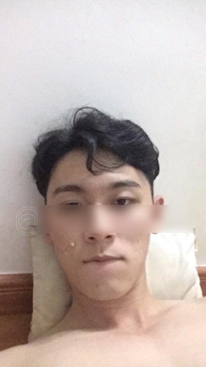 Gương mặt chàng trai khá giống Khánh Ngô