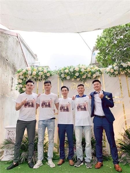 Đám cưới của bạn thân thì chắc chắn cả hội phải có mặt đông đủ rồi