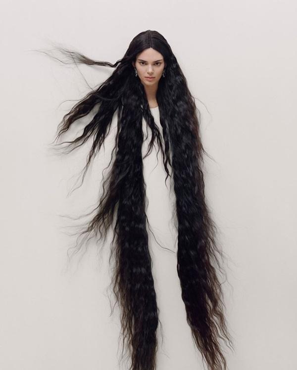 Kendall Jenner chứng minh nhan sắc 'vượt mọi chuẩn mực cái đẹp', chụp ảnh bán nude nhưng không hề phản cảm 3
