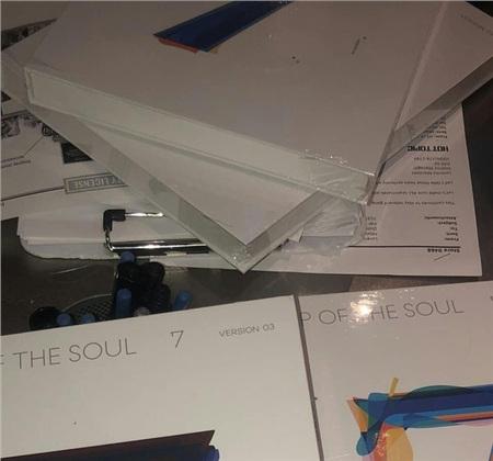 AlbumMap Of The Soul: 7 'siêu to khổng lồ'.