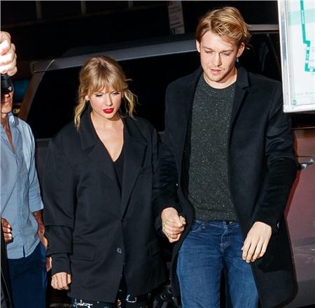Lộ bằng chứng bạn trai Taylor Swift là 'fan cứng' của Lady Gaga? 2