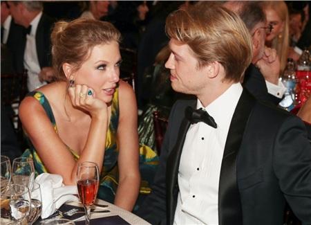 Taylor Swift và Joe Alwyn vẫn mặn nồng như thuở ban đầu.