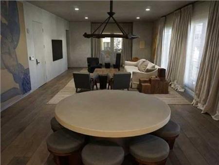 Kim Kardashian thì có một ngôi nhà riêng tại khu phố giàu Bel Air, Los Angeles. Căn nhà của cô có giá 3,5 triệu USD (81 tỷ đồng).