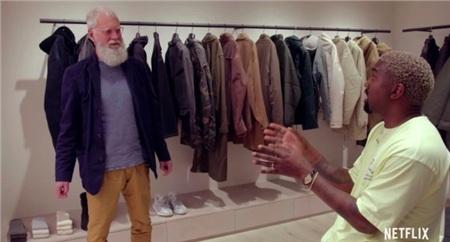 Trong một lần giới thiệu tủ đồ của mình, Kanye West cũng gây choáng khi sở hữu tủ quần áo như một cửa hàng thời trang đích thực.