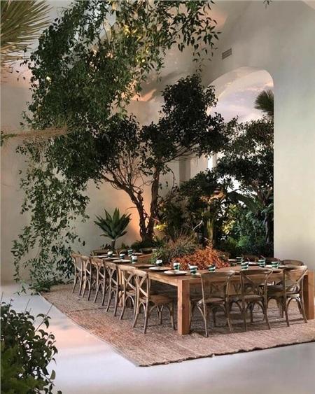 Lần khác, để chiều lòng con trai Saint West trong ngày sinh nhật, nữ diễn viên đã biến cả căn nhà của cô thành một khu rừng nhiệt đới.