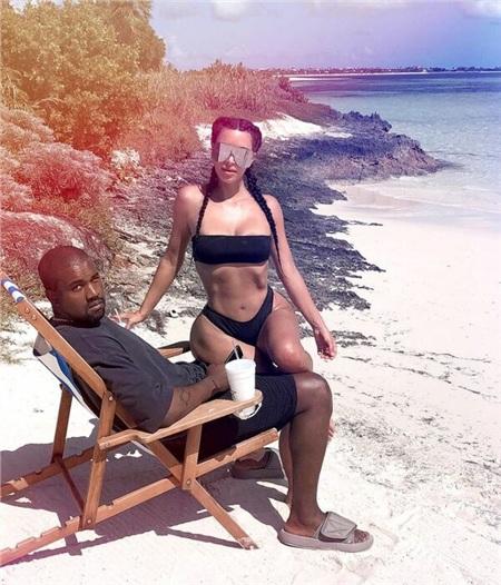 Những kỳ nghỉ mát dài ngày là điều không thể thiếu đối với vợ chồng Kim Kardashian và Kanye West. Cặp đôi đặc biệt yêu thích đến các vùng biển và nghỉ dưỡng tại resort sang trọng.