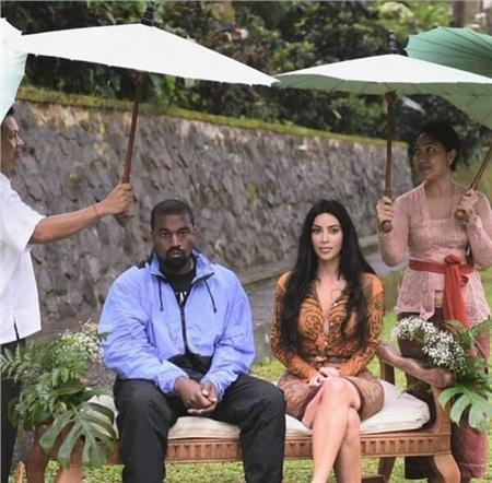 Hai vợ chồng được phục vụ như ông hoàng bà hoàng khi đi nghỉ dưỡng tại Bali.