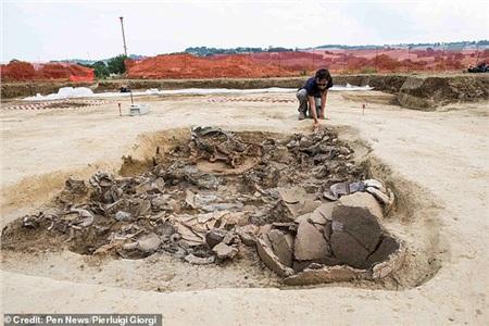 Khu vực chính của mộ cổ nơi hàng loạt châu báu được phát hiện, riêng thân thể của vị 'hoàng tử ma' là biến mất! - ảnh: Pierluigi Giorgi