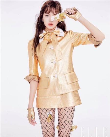 Diện set đồ 'nạm vàng' đi show, Lisa (Black Pink) ngay lập tức leo lên top trend thế giới 4