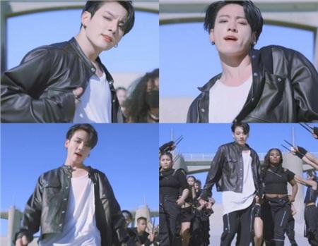 Không còn là cậu bé ngây thơ đáng yêu, giờ đây Jungkook đã lột xác thành chàng trai nam tính, mạnh mẽ và quyến rũ.