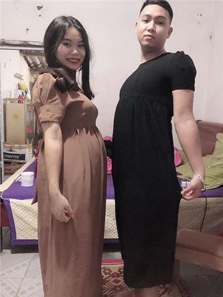 Tâm sự trên trang facebook cá nhân, anh Huỳnh hài hước: 'Vợ mua đồ đôi cho, nói mặc thử'.