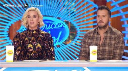 Katy Perry ngất vì choáng váng trong sự cố chưa từng xảy ra trên trường quay 'American Idol' 0