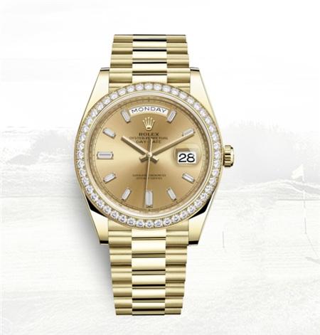 Chiếc đồng hồ mạ vàng, đính kim cương mà Hari tặng Trấn Thành.