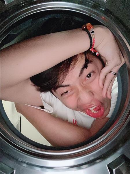 Cris Phan – Mai Quỳnh Anh đu trend chụp ảnh máy giặt, giấy bạc và cái kết 'lầy lội' cả đôi 4