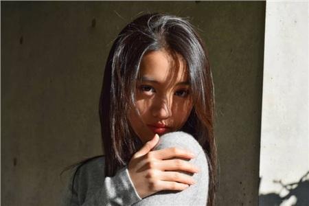 'Bạn gái tin đồn' của Ngô Diệc Phàm tự dìm nhan sắc với lối makeup khó hiểu khi dự Milan Fashion Week 5