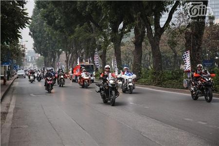 Buổi diễu hành diễn ra trên đường phố Hà Nội