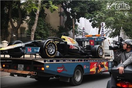Diễu hành xe đua F1 tại Hà Nội: Mẫu xe quảng bá hình ảnh biểu tượng của Thủ đô gây chú ý 4