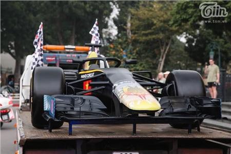 Diễu hành xe đua F1 tại Hà Nội: Mẫu xe quảng bá hình ảnh biểu tượng của Thủ đô gây chú ý 5
