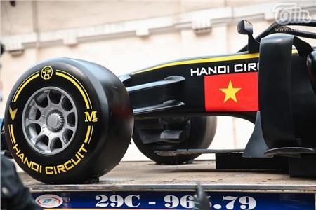 Diễu hành xe đua F1 tại Hà Nội: Mẫu xe quảng bá hình ảnh biểu tượng của Thủ đô gây chú ý 7
