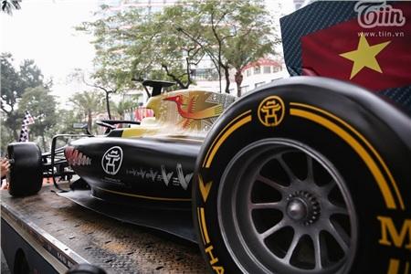 Diễu hành xe đua F1 tại Hà Nội: Mẫu xe quảng bá hình ảnh biểu tượng của Thủ đô gây chú ý 8