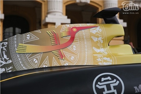 Diễu hành xe đua F1 tại Hà Nội: Mẫu xe quảng bá hình ảnh biểu tượng của Thủ đô gây chú ý 10