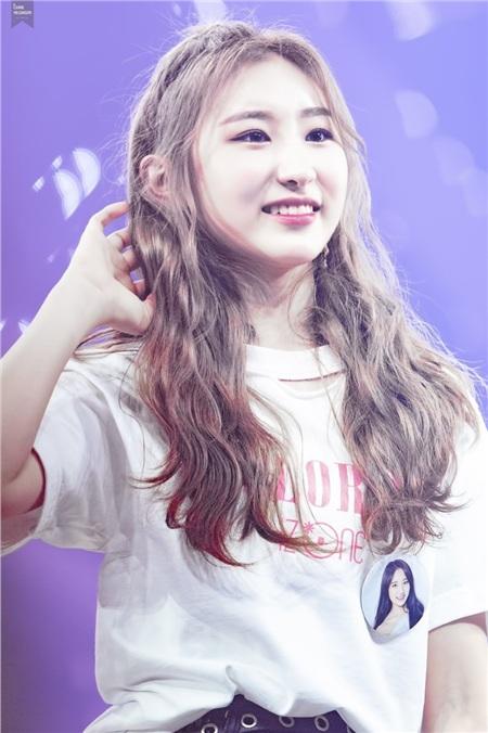 Chaeyeon sở hữu gương mặt tròn cùng làn da trắng trẻo khi còn tham gia Produce 101.