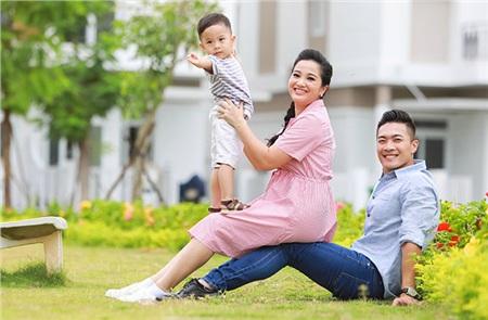 Gia đình Quốc Cơ – Hồng Phượng
