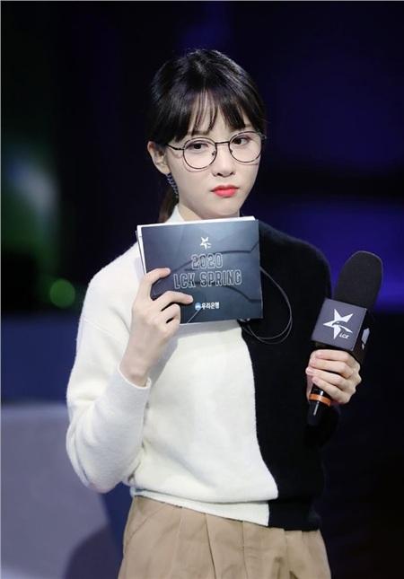Người nổi tiếng đầu tiên tại Hàn bị nghi nhiễm COVID-19, fan lo sợ thần tượng của mình là người tiếp theo 0