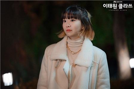 'Bộba mắt một mí'tạo nên xu hướng nữ chính cool ngầu trên màn ảnh: 'Điên nữ' Kim Da Mi đang khiến dân tình chao đảo trong 'Iteawon Class' 5