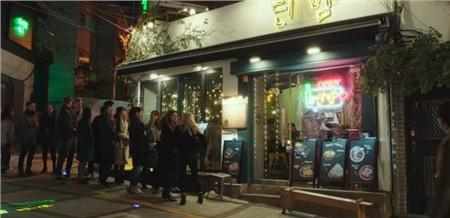 Danbam từ một quán nhậu ế ẩm trở thành địa điểm thu hút của Itaewon.