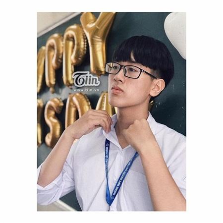 Vẻ điển trai lãng tử của nam sinh lớp chuyên Anh trường THPT chuyên Nguyễn Tất Thành, Yên Bái