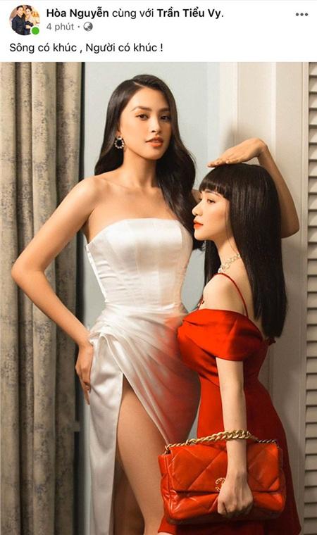 Theo đó, trên trang cá nhân của mình,Hòa Minzyđăng tải hình ảnh 'đọ dáng' cùng Hoa hậu Tiểu Vy cùng dòng trạng thái: 'Sông có khúc, người có lúc'. Khoảnh khắc này thu hút sự chú ý vìHòa Minzy và nàng hậu Vbiz cực thần thái, trông như poster phim 'Chị chị em em'.