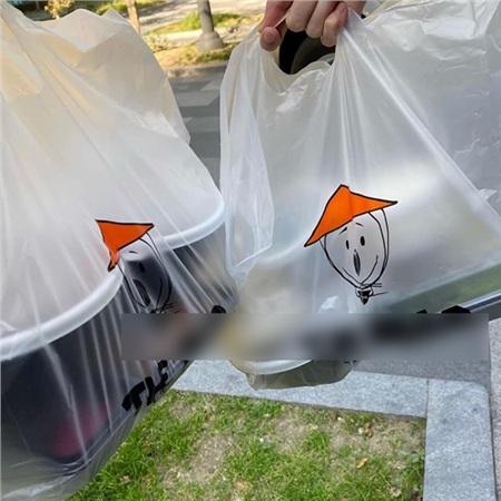 Nhà hàng Hàn Quốc miễn phí đồ ăn cho khách hàng mang khẩu trang đến quyên góp 2