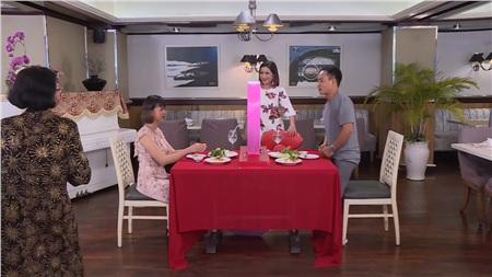 Đi cùng con gái tham gia show hẹn hò, người mẹ ở TP. Hồ Chí Minh đang trở thành tâm điểm chỉ trích khi có cách ứng xử kém duyên, thậm chí bà còn bị khán giả chương trình bình chọn là: 'bà nội thiên hạ'; 'đỉnh cao vô duyên'…