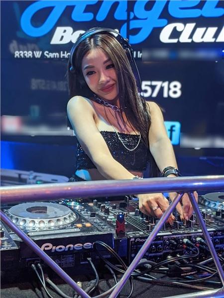 Cô là nữ DJ nổi tiếng ở Đà Nẵng với nhiều show tự tổ chức hoành tráng