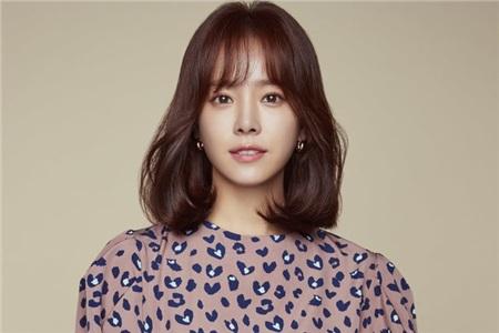 Diễn viên Han Ji Min sinh ngày5 tháng 11 năm 1982, tạiHeukseok-Dong, Seoul, Hàn Quốc.