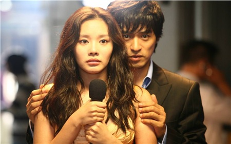 Kim Ah Joong được công chúng biết đến qua vai nữ chính phim điện ảnh đình đám 'Sắc đạp ngàn cân'.
