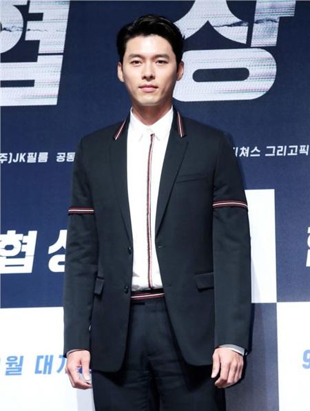Nam tài tử sinh ngày 25 tháng 9 năm 1982 tạiJamsilbon-dong, Seoul, Hàn Quốc. 'Tôi là Kim Sam Soon', 'Khu vườn bí mật', 'Ký ức Alhambra', 'Hạ cánh nơi anh'... là những bộ phim làm nên tên tuổi củaanh.