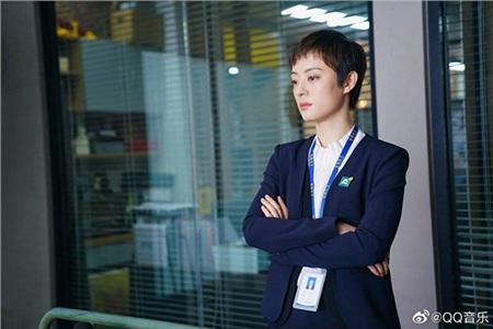 4 nữ diễn viên Hoa Ngữ cực ngầu với mái tóc tém cá tính: Triệu Lệ Dĩnh hóa tomboy cute, Tôn Lệ đúng chất 'chị đại' đi môi giới bất động sản 1