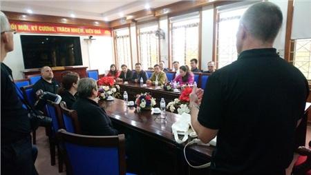 Ngày 18-2-2020: Điều tra viên cao cấp Martin Pasmore gặp mặt với công an địa phương và các đồng nghiệp tại Bộ Công an Việt Nam vào ngày làm việc cuối cùng ở tỉnh Nghệ An