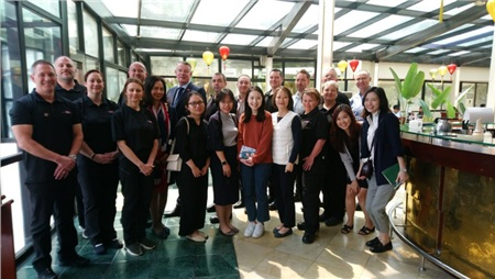 Đoàn cảnh sát Essex cùng các nhân viên Đại sứ quán Anh tại Hà Nội