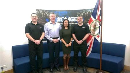 (Từ trái sang) Chánh thanh tra Andy Mariner; Đại diện của Cơ quan Phòng chống Tội phạm quốc gia Anh (NCA), Pete Vernon; thành viên của Đại sứ quán Anh tại Việt Nam, Phạm Hạnh; Điều tra viên trưởng cao cấp Stuart Hopper