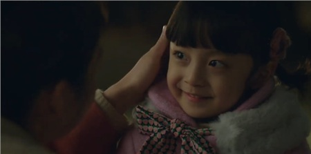 Được đóng bởi một bé trai nhưng con gái của Kim Tae Hee vẫn cực kỳ xinh xắn, đáng yêu trong 'Hi bye, mama!' 14
