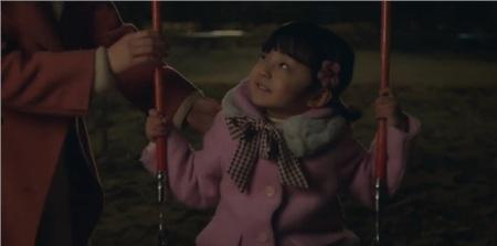 Được đóng bởi một bé trai nhưng con gái của Kim Tae Hee vẫn cực kỳ xinh xắn, đáng yêu trong 'Hi bye, mama!' 15